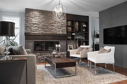 Salon avec foyer en pierre