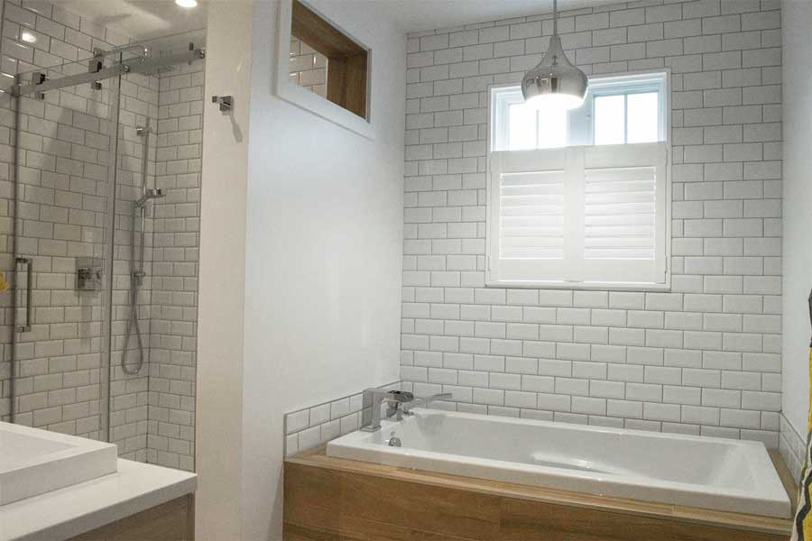 Salle de bain avec tuile metro