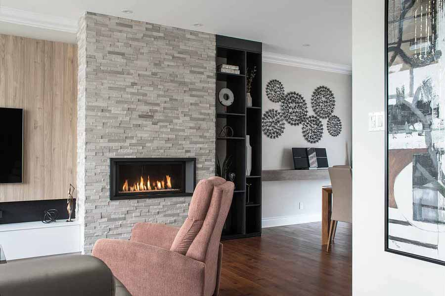Foyer recouvert de marbre